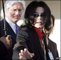 Michael Jackson arrives in court with lawyer Thomas Mesereau
