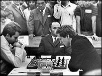 Fischer contra Spassky en una partida por las Olimp�adas de Ajedrez de 1970