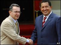 Álvaro Uribe, presidente de Colombia, y Hugo Chávez, presidente de Venezuela