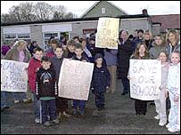 Protest bobl Rhewl, Sir Ddinbych