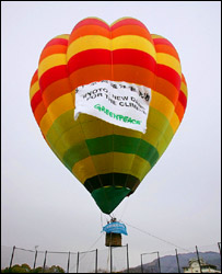 Greenpeace balloon, AFP