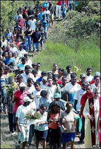 Crowds of mourners follow the coffin of Sister Dorothy Stang, Brazil