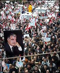Mourners escort Hariri's funeral cortege