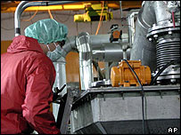 Trabajadora de la planta nuclear iraní de Isfahan.