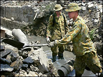 Australian soldiers clear drains in Banda Aceh