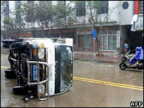 Overturned vehicle in Sanya, Hainan - 26 September 2005