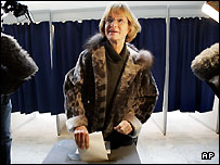 Pia Kjaersgaard of the far-right People's Party casts her vote