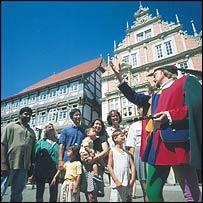 The piper shows tourists around Hamlin