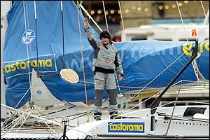 Ellen MacArthur waves to the crowd