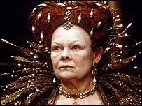 Judi Dench encarnando a Isabel I en  la película Shakespeare enamorado