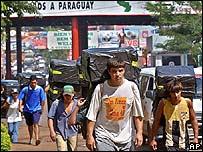 """Contrabando """"hormiga"""" entre Ciudad del Este y Foz do Iguaçu"""