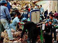 Escena tras el atentado en la AMIA, Buenos Aires, 1994