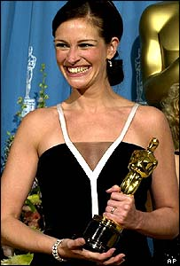 Julia Roberts accepting her Oscar in 2001