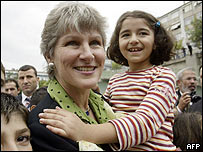 Karen Hughes meets children in Istanbul, Turkey