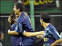 David Pizarro celebrates his winning goal