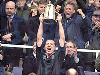 Andy Nicol lifts the Calcutta Cup in 2000