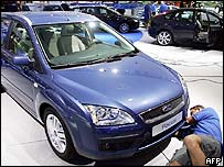 Man fixing the bumper of a Ford Focus