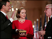 John Roberts at his swearing in ceremony, with wife Jane and Justice John Paul Stevens