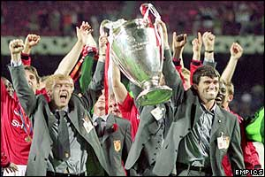 Keane celebrates Manchester United's success in the 1999 Champions League final