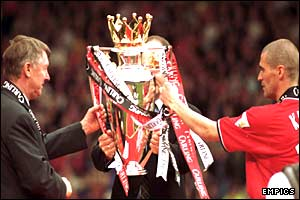 Sir Alex Ferguson and his captain Roy Keane lift the Premiership trophy in 2001