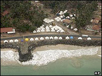 Tents on coast in Sri Lanka after the tsunami