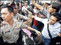 Indonesian students scuffle with policemen during an anti-government demonstration in Jakarta, 30 September 2005