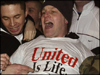 Man United supporters demonstrate against the Malcolm Glazer bid