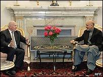 John Reid (R) and Afghan President Hamid Karzai