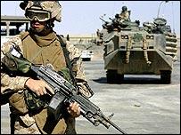 US troops near al-Qaim, western Iraq (file photo)