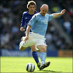Danny Mills scores for Manchester City
