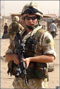 Soldado británico en Basora.