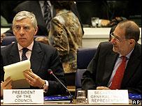 Ministro de Exteriores británico, Jack Straw, y Javier Solana, jefe de la diplomacia europea.