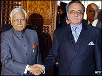 Natwar Singh (left) and Khurshid Mehmood Kasuri after holding talks