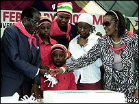 Robert Mugabe cuts his birthday cake