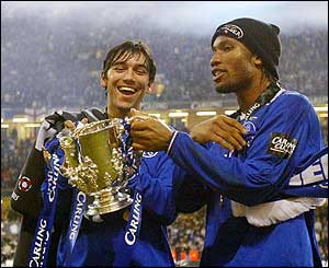 Chelsea's Paulo Ferreira and Didier Drogba with the Carling Cup