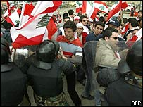 Scuffle between Lebanese protesters and police in Beirut, 28 February