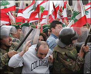 Protesters scuffle with police in Beirut