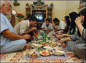 An Iraqi Sunni family enjoys iftar in Basra, Iraq
