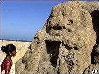 Monumento sobre la cabeza de un león, Mahabalipuram, India.