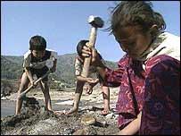 Niños indios trabajando