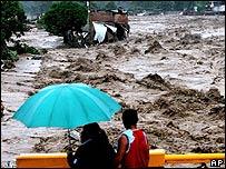 El río Coatán en Tapachula, México, tras el paso de Stan