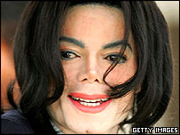 Michael Jackson arrives at court 01/03/05