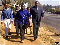 Morgan Tsvangirai (centre)