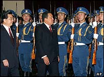 Chinese President Hu Jintao and Hugo Chavez inspect honour guard in Beijing