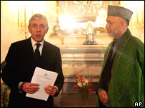 British Foreign Minister Jack Straw, left, with Afghan President Hamid Karzai