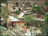 Casas destruídas luego del paso del huracán Mitch