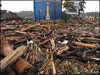 Escombros en Salvador luego del paso de Stan