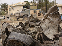 Destroyed vehicle in Baquba following the bomb attack [03/03/05]