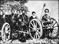 Горцы возле отбитых у русских пушек