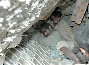 Men trapped in the rubble of collapsed Islamabad tower blocks
